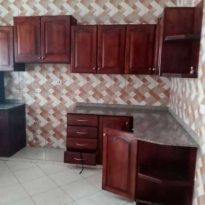 3 bed room all ensuet house for rent tsh 800000 at survey ardh image 6
