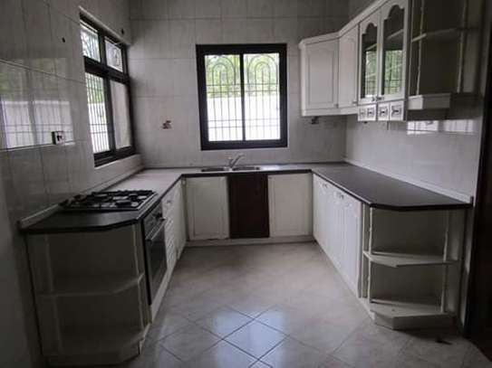 8 Bedrooms Bungalow House for Residential / Commercial Uses in off Oysterbay Ada Estate image 3