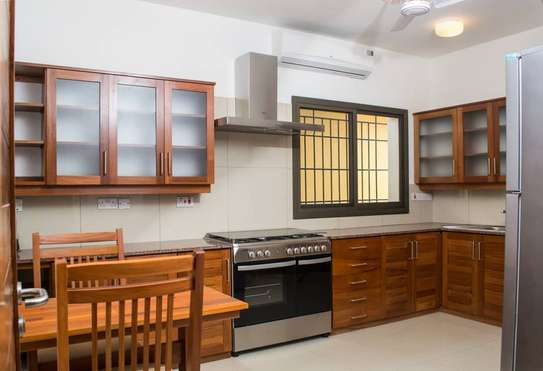 4BDRM TOWN HOUSE FOR RENT IN OYSTER BAY image 1