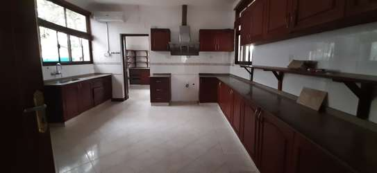 4 Bedrooms Large Bright House For Rent in Oyster bay image 9