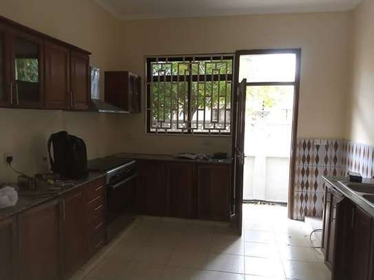 Stand alone house with 4 Bedrm for rent at OYSTERBAY image 4