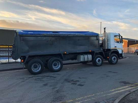 2006 Volvo 400 8X4 TIPPER TSHS 117MILLION ON THE ROAD image 6