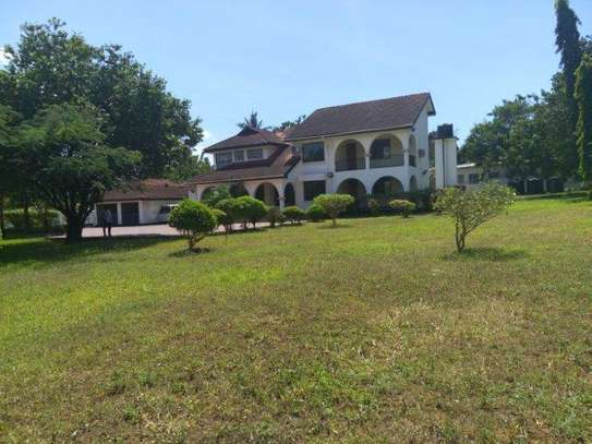 4bed house  with helcopter ground at masaki $5000pmnear IST image 13