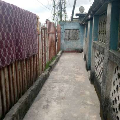 2 house for sale at air port  banana the house with title deed image 9