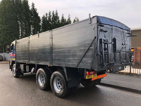 2002 Volvo FM9 6X4 TIPPER TSHS 90MILLION ON THE ROAD image 3