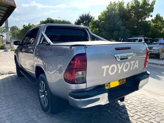 2018 Toyota Hilux image 7