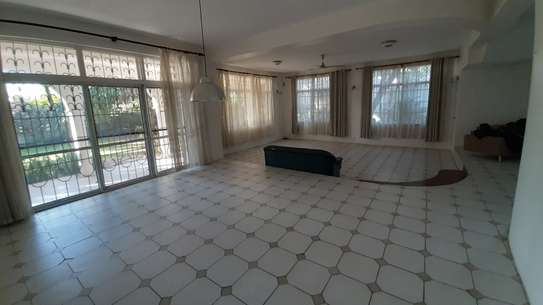 4 Bedrooms Beach House For Rent in Msasani Peninsula image 15