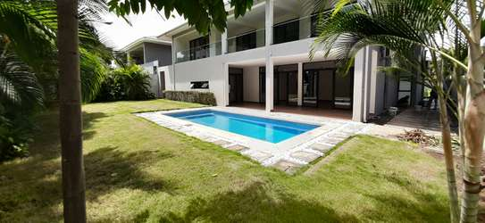 4 Bedrooms Compound House With Private Pool For Rent in Oysterbay