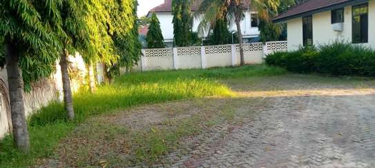 4 bed room and 2 bed master  big house for sale at mbezi beach image 4