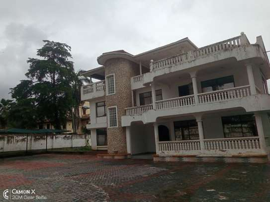5bed house at mikocheni a $1000pm  big compound image 3
