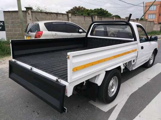 1989 Toyota pick-up image 9
