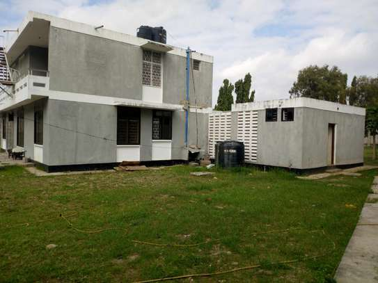 4bedroom house in Ada estate to let.