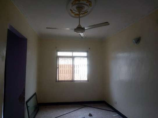 3 bed room house for rent tsh 400000 at kigamboni mianzini image 3