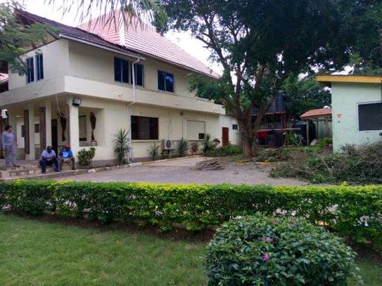 6 bed room house ideal for restaurant at masaki
