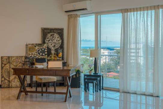 Spacious 5 Bedroom Penthouse With 360 Degrees Amazing Sea View image 4