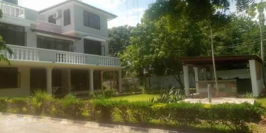 6 bed room townhouse for rent at masaki ideal for residential and office image 2
