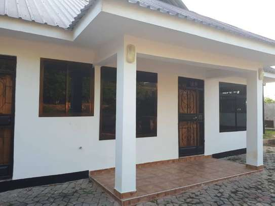 house for rent at makongo 600000