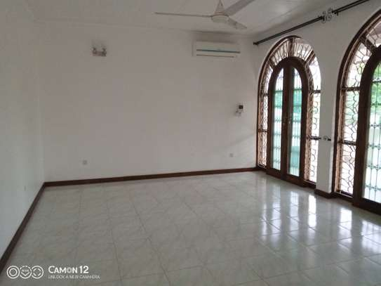 5bdrm house to let in masaki image 3
