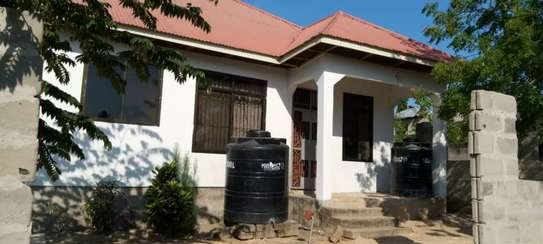 3 bed room big house with fence for sale at kinzudi image 1
