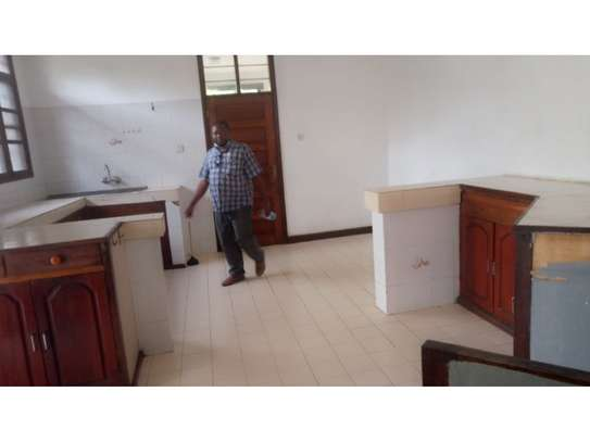 6 bed room huose for rent at mikocheni image 2