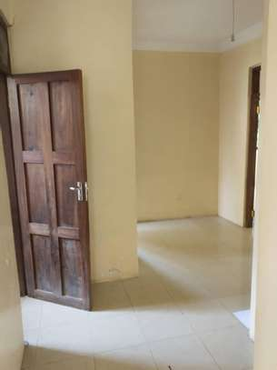 RENT 3 BEDROOMS TABATA KINYEREZI STANDALONE HOUSE FOR LOW PRICE image 2