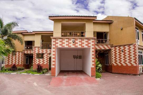 3 bed room town house for rent $800pm at mikocheni b tpdc image 1