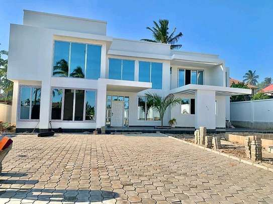 5 Bedrooms House Goba image 1