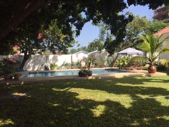nice garden and pool 4 bed house in peninsular $5000pm image 14