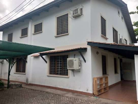 4 bed room house for rent at victoria image 1