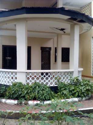 3 bed room house for rent at masaki image 5