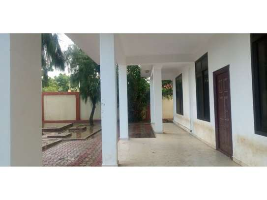 4 bed room beach apartment at kawe beach for rent $800pm image 2