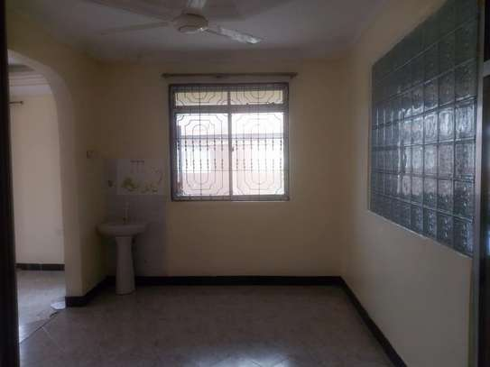 3 bed room house for rent tsh 400000 at kigamboni mianzini image 4