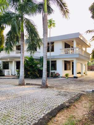 7 bedroom house for sale at mikocheni Ovacado image 3