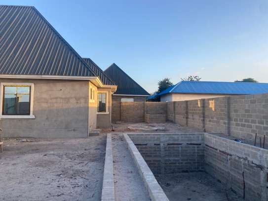Unfinished 3 bedrooms house image 5