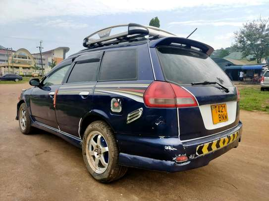 2001 Nissan Wingroad image 1