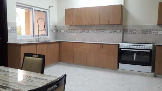 FURNISHED 3 BEDROOMS APARTMENT -  MIKOCHENI image 4