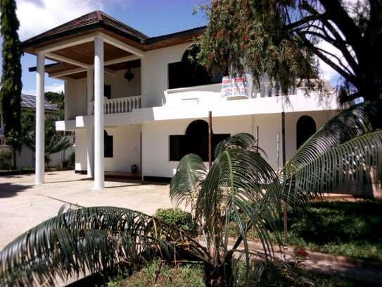 5bed house at mikocheni $2500pm image 5