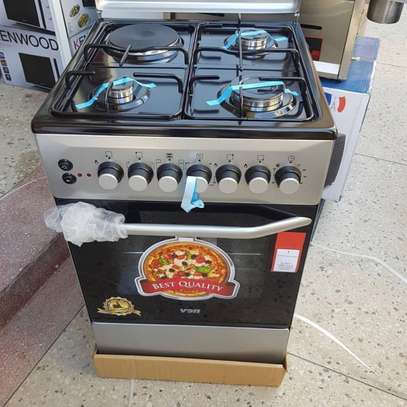 VON HOTPOINT COOKER 3 GAS and 1 electric with Oven