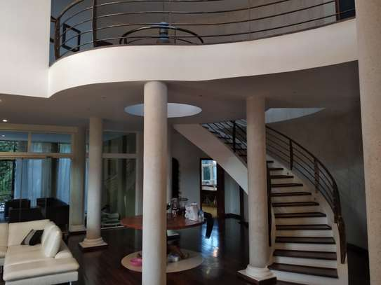 Beautiful Upmarket Home in a Prime Residential Area image 5