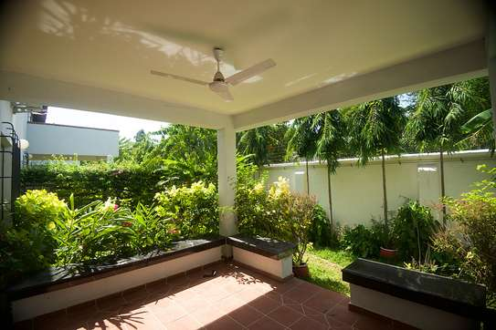 4 Bdrm Villas with a Beautiful Garden in Oysterbay image 2