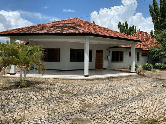 5 bed room house for rent at mikocheni rose garden image 1