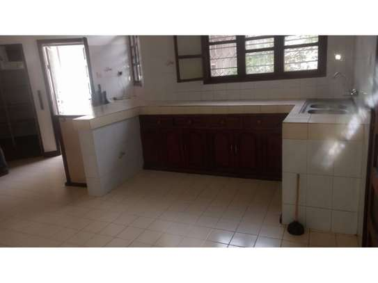6 bed room huose for rent at mikocheni image 3
