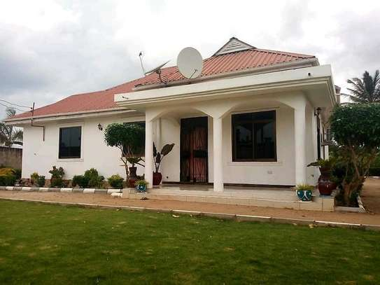 3 bdrm unfurnished self contained House going cheap at Boko/MAGENGENI