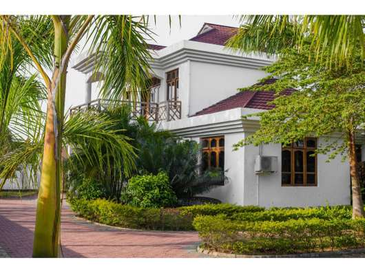 5 BEDROOMS AND FIVE BATHROOMS IN MBEZI BEACH FULLY FURNITURED.