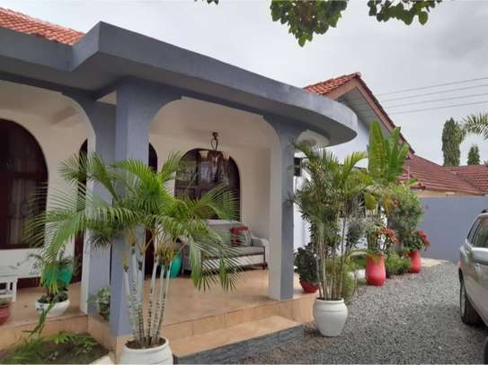shortay rent $30 per bed a beautfuly house located  at ununio image 2