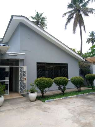 4 Bdrms House for Rent Ada estate.