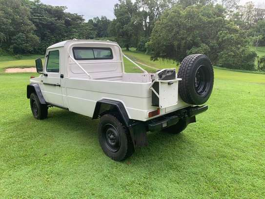 1994 Mercedes-Benz 290GD 4WD PICK UP USD 20,000/= UP TO DAR PORT TSHS 87MILLION ON THE ROAD image 2