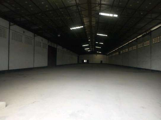 3000 sqm Godown in Chang'ombe along Mandera road to let. image 5