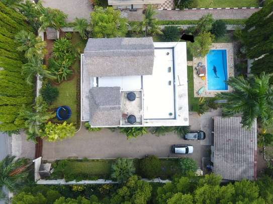 5 Bedroom Standalone House With A Swimming Pool
