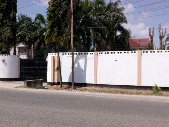 4bed house along main rd kawe beach $1300pm i deal for office cum residance image 3